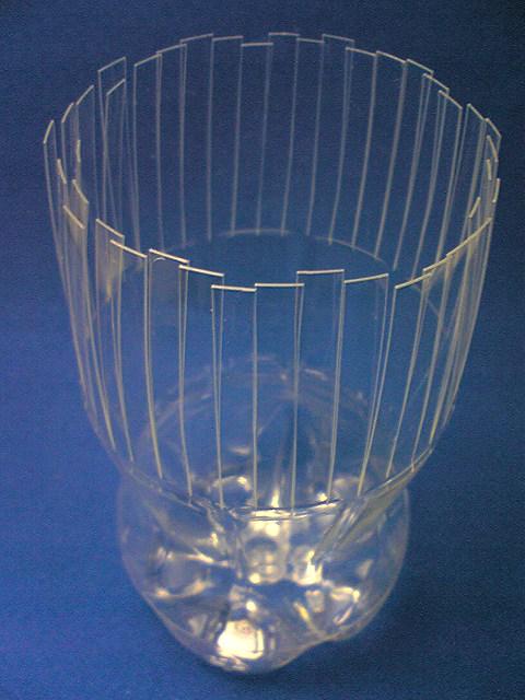 Сделать вазы из пластиковых бутылок своими руками