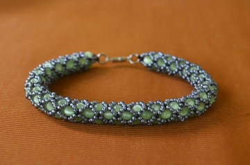 Браслет из бисера.  Ажурный жгут.  Бисероплетение.  Мастер класс / Wiring of beads. Beading