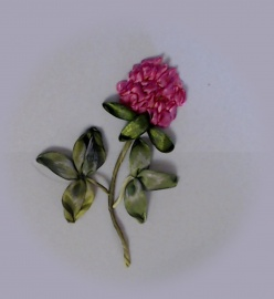 Вышивка лентами цветов клевера мастер-класс от Галимовой Алсу