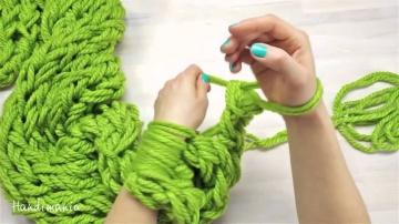 Мастер-класс! Как связать рукой стильный шарф за 30 минут!