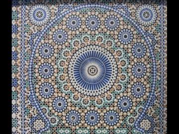 Ручное изготовление мозаики zellige в Марокко