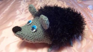 Детская игрушка своими руками - Ежик вязание спицами